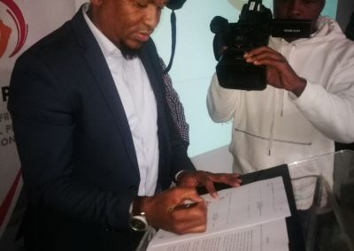 SAFPU President signing MOU with Standard Bank